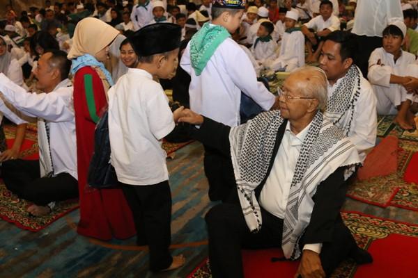 Gelar Buka Puasa Bersama, Agung Podomoro Santuni 1.100 Anak Yatim Binaan